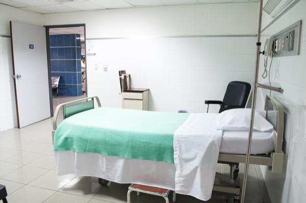 bedhospital-dominguez-de-gouveia-572638-unsplash-600w